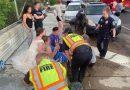 美国女护士回家途中遇车祸 穿婚纱冲下车救人走红