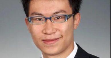 中国留学生遭枪杀后,诺奖得主助力遗作,芝大追授博士学位